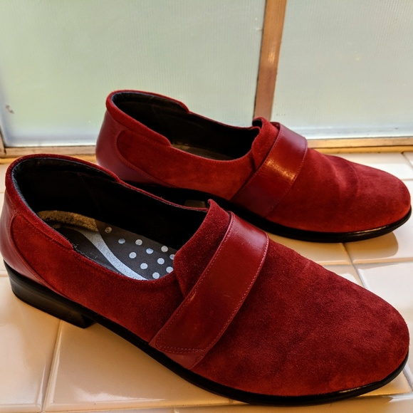 6f01e291bd1 Naot Wind Red Suede Loafers EU 41 US 9.5-10. M 5afed2d8caab44a6c0260fc7